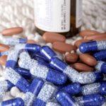 Průzkum: Češi mají doma v lékárničkách léky za miliardy, mnohdy jsou prošlé