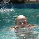 Plavání se zraněním či otevřenými ranami: Co vám hrozí?