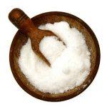 Kloktání slanou vodou – super na bolest v krku