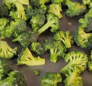 Brokolice je dobrým zdrojem luteinu.