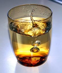 Pití teplé vody udělá vašemu tělu opravdu dobře.