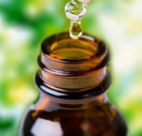 Čajovníkový olej je silný přírodní dezinfekční prostředek.