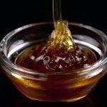 Proč jíst med? Protože pomáhá s mnoha zdravotními problémy.