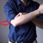 Tenisový loket (laterální epikondylitida) – příznaky, příčiny a léčba