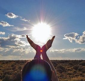 Vitamín D se vytváří v pokožce po jejím vystavení slunci.