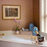 Jak relaxovat ve vaně? Zkuste naše TOP tipy.