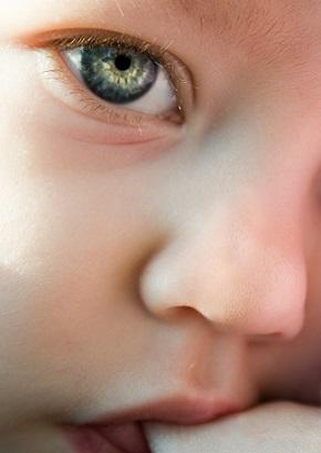 Oči miminka se vyvíjejí i po narození