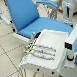 Nebojte se zubního laseru – je moderní, přesný a v řadě případů  zcela bezbolestný