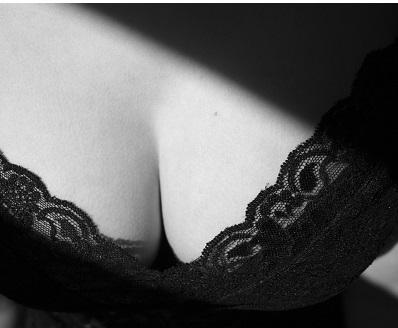 Velká prsa: Když se touha stává problémem