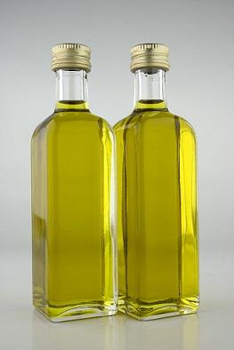 Máte olej v plastové láhvi? Přelijte ho!