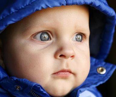 Jak dětem správně čistit jejich ouška?