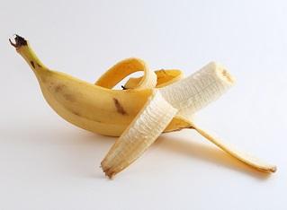 Šlupka od banánu je dobrá na boty i bradavice