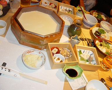 Tofu neobsahuje nasycené mastné kyseliny a cholesterol jako živočišné maso...