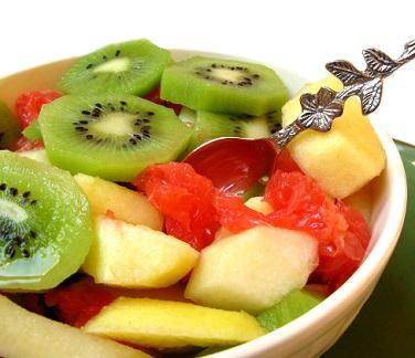 Ovocný salát je perfektní dopolední svačinkou...