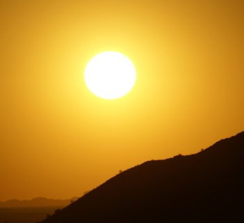 Léčbu světlem, čili fototerapii, používají na Západě mnohé psychiatrické kliniky při poruchách spánku, při depresích, ale i u osob, které procházejí odvykací kůrou.
