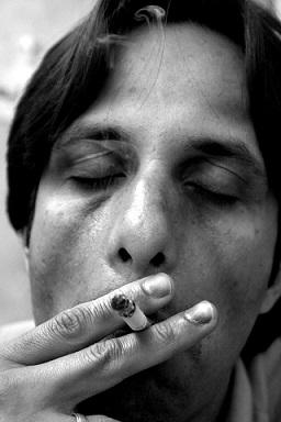 Kouření cigaret výrazně zvyšuje riziko Bürgerovy nemoci.