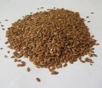 Lněné semeno je složeno ze 42% tuků a 28% vlákniny, je vynikajícím zdrojem omega-3 mastné kyseliny, lignanů a vlákniny.