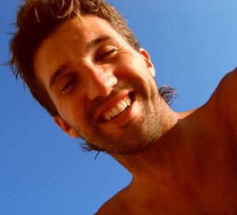 Smích je prospěšný i pro partnerský vztah. Z dlouhodobého hlediska zaznamenávají větší spokojenost páry, které se usmívají i při vážnějších tématech.