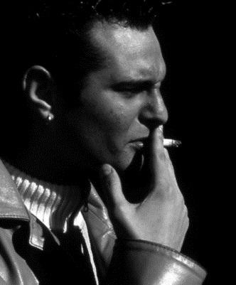 Kuřák cigaret má dvakrát až třikrát vyšší riziko, že dostane srdeční infarkt, jak nekuřák.