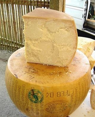 V těhotenství je třeba dát pozor na plísňové sýry a sýry vyrobené z nepasterizovaného mléka...