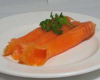 Zvláště vysoký obsah omega-3 mastných kyselin má maso např. lososa, sardinky, tuňáka, doporučuje se však zvýšit spotřebu všech druhů ryb a mořských plodů...