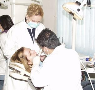 Také jste nervózní z podobného pohledu? Pak máte možná syndrom bílého pláště.