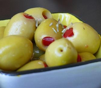 Jak na více testosteronu? Jezte více zdravého tuku (olivy, olivový olej, mandle, avokádo apod.)