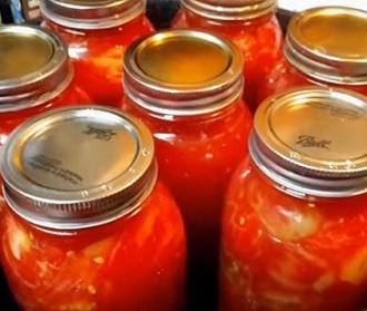Rajčata nebo rajčatová šťáva jsou velmi dobrými zdroji lykopenu.