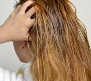 Je kokosový olej vhodný pro péči o vlasy?