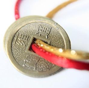 Čínské mince jsou dle Feng shui symboly bohatství, blahobytu a štěstí.