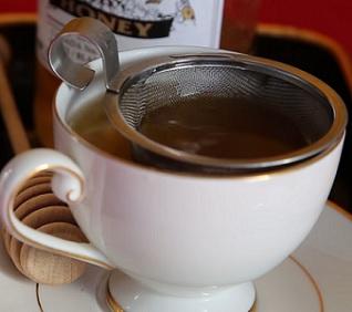 Zázvorový čaj zrychluje metabolismus, což se při hubnutí prostě hodí...