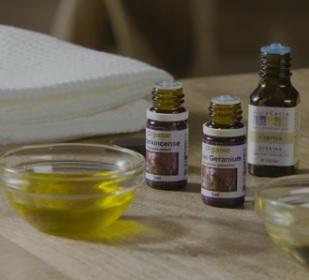 Cypřišový olej je vhodné jej před aplikací zředit nosným olejem (kokosový, slunečnicový, jojobový apod.)