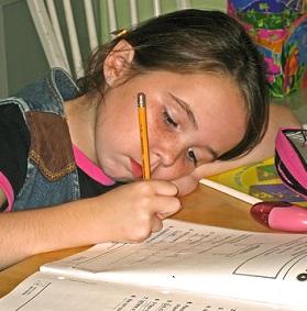 Ke stanovení diagnózy je třeba detailnějšího vyšetření v pedagogicko-psychologické poradně.