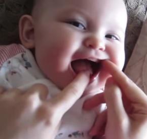 Jak pomoc dítěti s prvními zoubky?