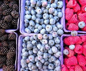 Různé bobule, jako maliny nebo borůvky mají na naši náladu pozitivní vliv.