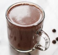 horké kakao s kokosovým olejem