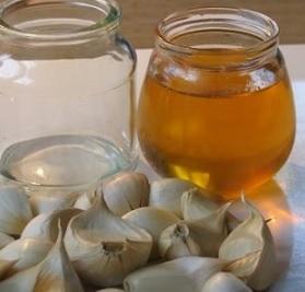 Med a česnek neboli česnekový med - zdravá superkombinace