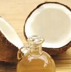 Kokosový olej skvěle poslouží i vaší kráse.