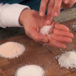 Druhy solí – sůl má klady, ale i zápory. Jak a čím solit?