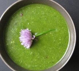 Zkusíte toto gazpacho z chlorelly?