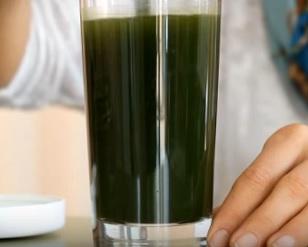 Jak může zelený ječmen pomoci při detoxikaci?