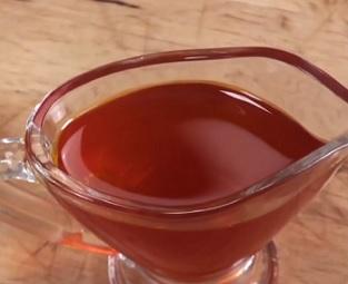 Chilli olej má krásnou červenou barvu.