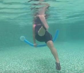 Cvičení ve vodě vám pomůže s hubnutím, s hybností kloubů i při rehabilitaci.
