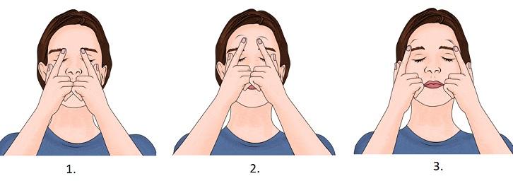 Kruhovými pohyby si nejdříve namasírujte vaše čelo.
