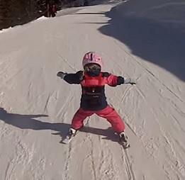 Děti mohou také lyžovat. Jak vybrat vybavení pro dětské lyžaře?