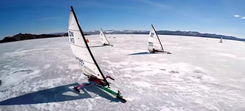 Jachting na ledě asi není úplně pro každého.