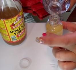 Jablečný ocet je i super na akné.