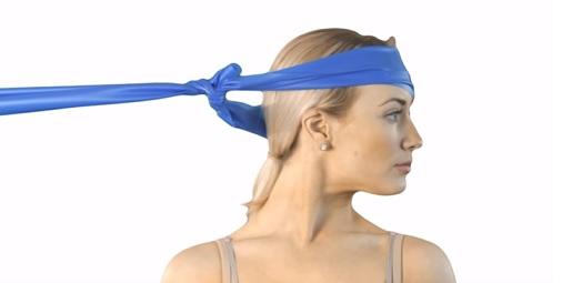 Zkuste otáčení hlavy s odporem pro posilování krku.