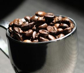 Máte často chuť na kávu? Možná vám jen kolísá krevní cukr.