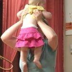 Cvičení s miminkem (malým dítětem) – jak na to? TOP 8 cviků.